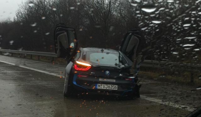BMW i8 first crash on autobahn