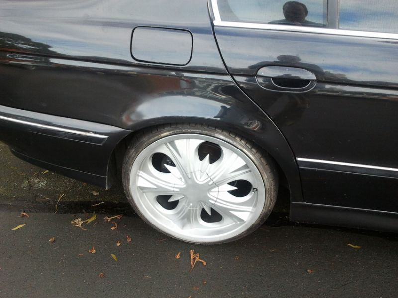 BMW E39 with worstest rims ever